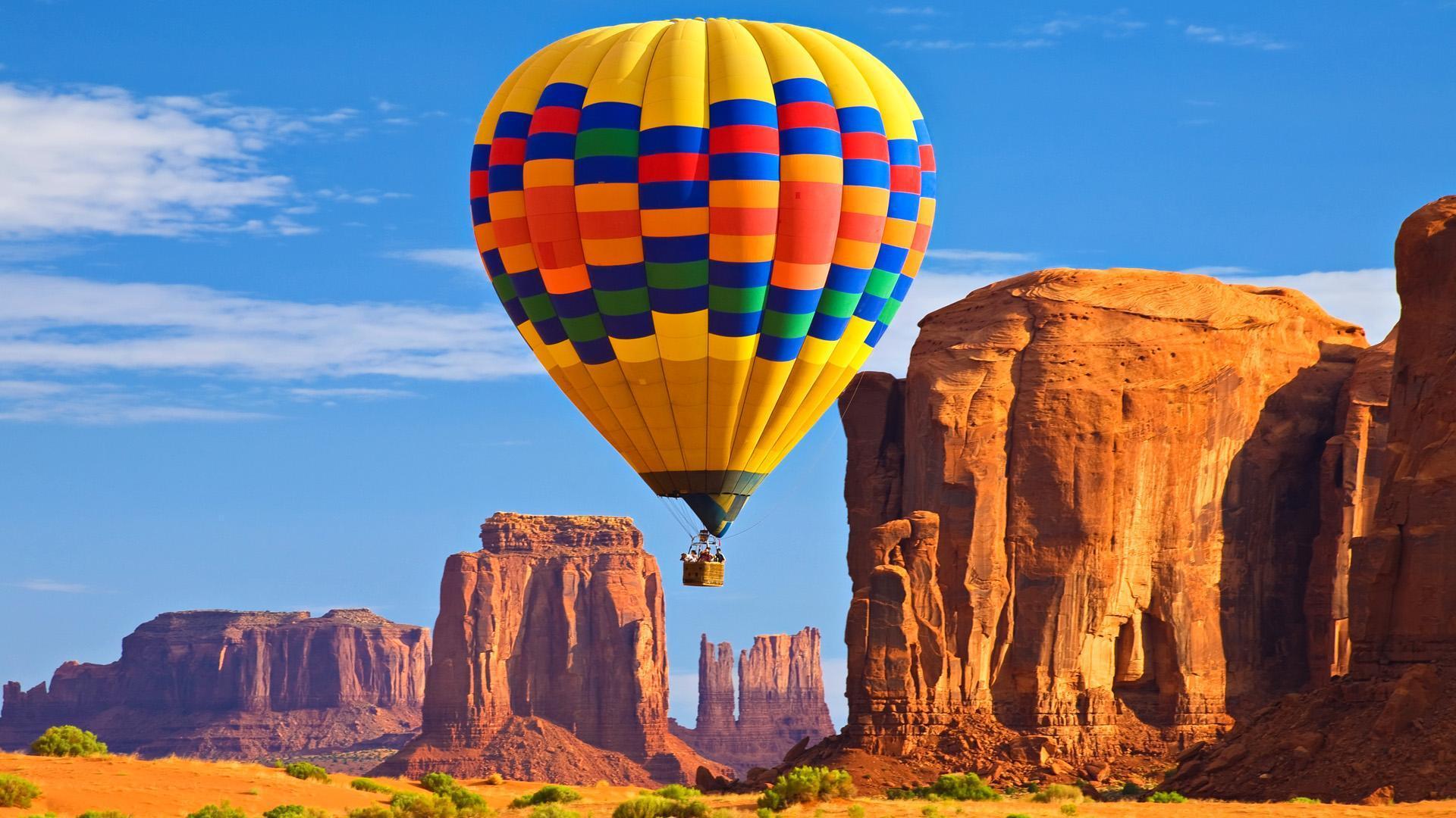 O balonismo é um esporte aéreo praticado com um balão de ar quente.