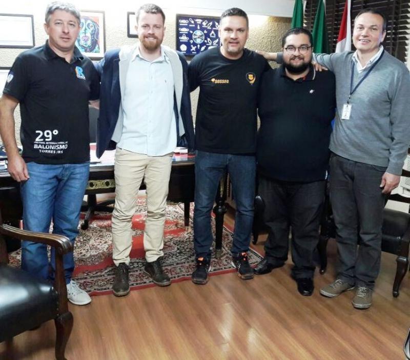 Prefeito de Uruguaiana recebe a Federação Gaúcha de Balonismo