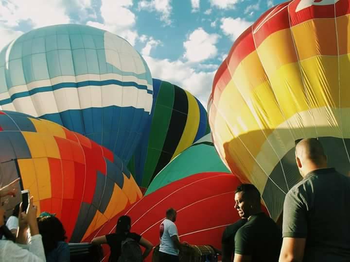 Balões colorem o céu de Cruzeiro, SP